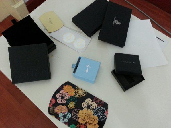 Exempel på förpackningar från Importkina.se
